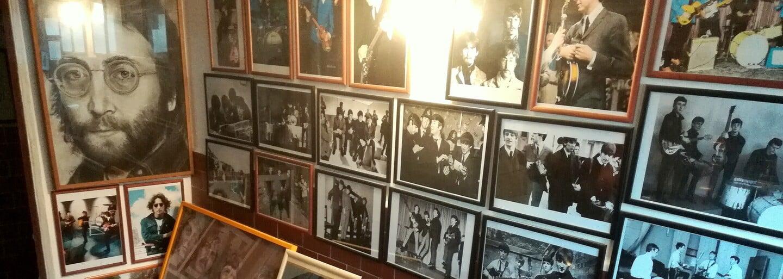 Lennonov dom, Lennonova ulica, Lennonov parčík, Beatles záchod. Boli sme u najväčšieho fanúšika Beatles, vodára Paliho z Bardejova