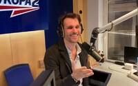 Leoš Mareš rapoval v rádiu na počest Karla Gotta. Text si připravil pro speciální show rok po zpěvákově smrti