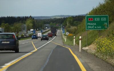 Lepší silnice než v Česku mají i ve Rwandě, Keni nebo Tádžikistánu
