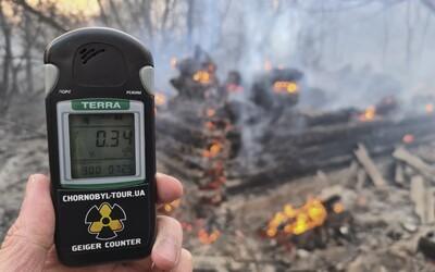Lesní požár kolem černobylské elektrárny se stále nedaří dostat pod kontrolu. Zaznamenána byla i zvýšená radiace