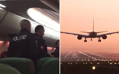 Letadlo do Amsterdamu muselo nečekaně přistát kvůli nadměrně prdícímu pasažérovi. Pro muže si ve Vídni musela přijet policie