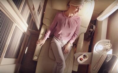 Letecká společnost Emirates představila nový design první třídy. Slibuje virtuální okna, nevídaný komfort a luxus