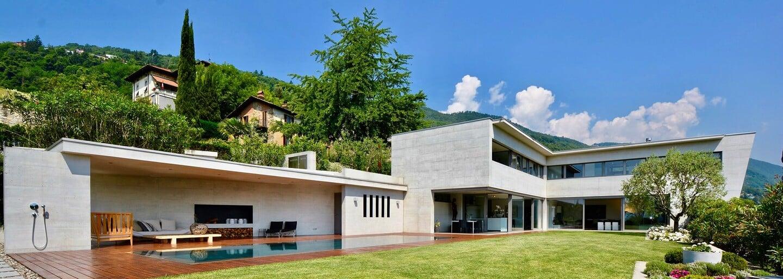 Letné sídlo pri jazere vo Švajčiarsku je stelesnením tých najtajnejších snov o dokonalom bývaní