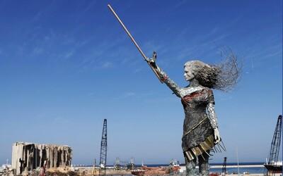 Libanonská umelkyňa pretavila svoj hnev a smútok do diela. Vytvorila sochu z rozbitého skla a zvyškov z výbuchu v Bejrúte