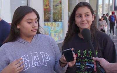 Lidé na ulici měli zhodnotit nový iPhone X, ale do rukou jim dali iPhone 4. Rozdílu si nevšimli a starý model nazvali futuristickým