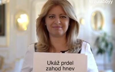 Lidé se baví u děkovného příspěvku Zuzany Čaputové. Papíry odkrývají Rytmusův text nebo soutěž Plačkové