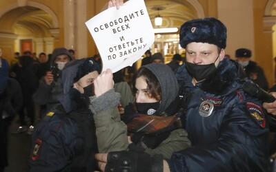 Lidé v Rusku protestují za svobodu Navalného i v -50stupňových mrazech. Policie zadržela i jeho manželku Juliji