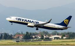 Lietadlo Ryanairu smerujúce do Bratislavy malo technické problémy. Vzlietnuť museli aj rakúske stíhačky