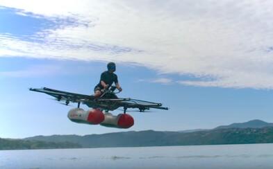 Lietajúca motorka od zakladateľa Googlu sa predviedla priamo vo vzduchu. Predaj začne už koncom tohto roka