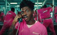 Lil Nas X v novém klipu tančí ve vězení s vězni ve sprše. V cele má vzácné ceny a nakonec z ní utíká pryč