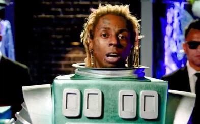 Lil Wayne rapoval v kostýmu robota, pak se odhalil davu jásajících fanoušků. To je The Masked Singer