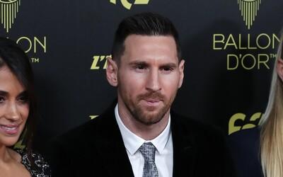 Lionel Messi se stává nejlepším fotbalistou světa, Zlatý míč získává už pošesté. Ronaldo na ceremoniál ani nepřišel