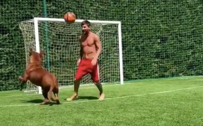 Lionela Messiho je odstaviť od lopty náročné. Nedokázal to ani jeho pes, ktorému nedal žiadnu šancu