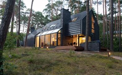 Litovské lesy plné ihličnatých stromov ukrývajú vo svojich hlbinách okrem iného aj tajomné architektonické dielo
