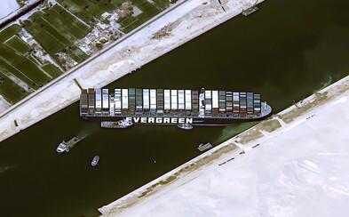 Loď Ever Given, která skoro týden blokovala Suezský průplav, se dostala do plavbyschopného stavu