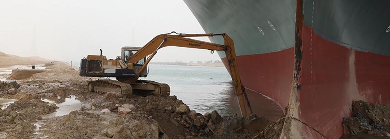 Loď, ktorá blokovala Suezský prieplav, znova stojí. Majiteľ musí zaplatiť vyše 750 miliónov eur, inak mu ju nevydajú
