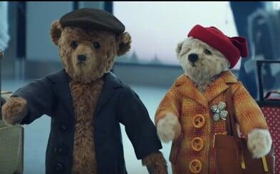 Londýnské letiště Heathrow vychytalo předsváteční období svou vánoční reklamou. Dva medvídci tě možná i slušně dojmou