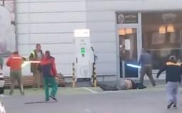 Lopatových bitkárov z Malaciek už vypátrala polícia, čelia obvineniu z ublíženia na zdraví a výtržníctva