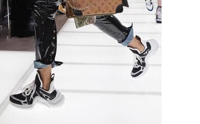 Louis Vuitton predviedol na prehliadke v Paríži naozaj uletené tenisky. Sú vôbec pripravené na skutočnú ulicu?