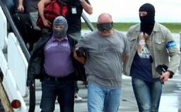 Loupež 154 008 239 Kč v Praze za bílého dne. Zloději přepadli dodávku převlečeni za policisty