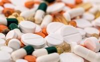 LSD a magické houby mohou mít v malých dávkách jen placebo efekt, tvrdí vědci