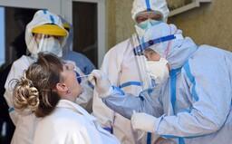 Ľudí na Slovensku možno čaká plošné testovanie na koronavírus. Štátne orgány už rokujú o nákupe testov