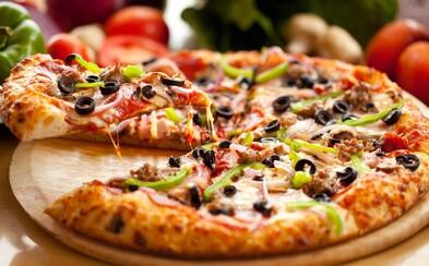 Lidé mají raději pizzu než důvěru svých přátel. Jejich osobní údaje byli ve studii ze Stanfordu schopni vyměnit za lahodné jídlo