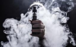 Ľudia v USA umierajú, dôvodom je zrejme vapovanie problematických náplní. Ako je na tom Slovensko a sú e-cigarety nebezpečné?