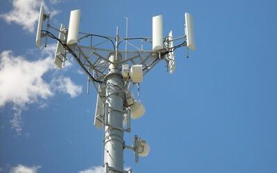Ľudia vo Veľkej Británii poškodili už vyše 100 telekomunikačných veží. Veria, že 5G sieť spôsobuje koronavírus
