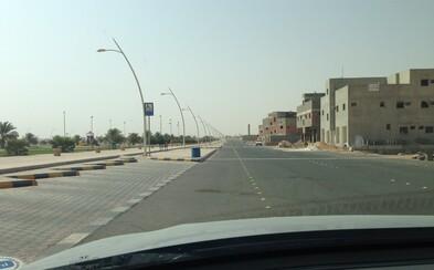 Ľudoprázdna krajina a zubár o deviatej večer. Deň v Saudskej Arábii sa nesie v znamení horúčavy a cestovania