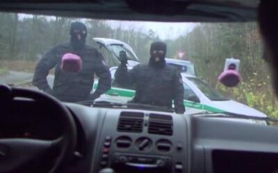 Lúpežníci ukradli 150 miliónov českých korún za bieleho dňa prezlečení za policajtov (To najlepšie z Refresheru)