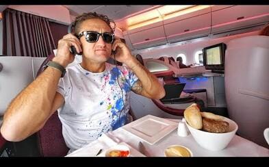 Luxus za hriešne peniaze. Casey Neistat letel v biznis triede Qatar Airways a zážitok, ku ktorému sa bežný smrteľník nedostane, ho očaril