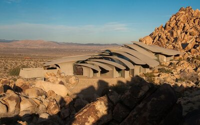 Luxusní dům uprostřed pouště, který zaujme svou architekturou, je na prodej