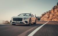 Luxusní GT s královskou W12 přišlo o střechu. Ani 333 km/h s větrem ve vlasech není problém