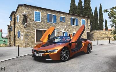 M5 alebo i8 Roadster? Oba bavoráky spôsobujú na cestách rozruch v inom podaní