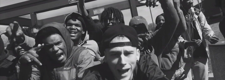 Machine Gun Kelly, Bone Thugs-N-Harmony, French Montana a ďalší ospevujú svoje domovské mesto v remixe Till I Die