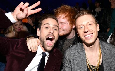 Macklemore a Ryan Lewis sú späť so skladbou Growing Up, na ktorej hosťuje Ed Sheeran