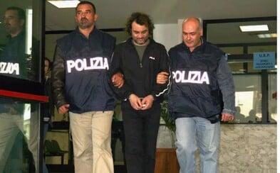 Mafiánského bosse z Itálie objevili policisté v tajné místnosti za jeho šatníkem. Skrýval se tam před spravedlností už přes pět let