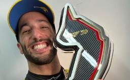 Magický úsmev a plat 25 miliónov eur v F1 vymenil za menej ako polovicu. Daniel Ricciardo sa dnes trápi, ale je marketingový mág