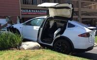 Majiteľ Modelu X od Tesly havaroval a vinu zvalil na autopilota. Ako sa však neskôr ukázalo, ten zapnutý nebol
