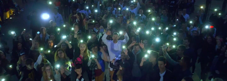 Majk Spirit dnes predstavuje videoklipy na hneď dve skladby z albumu Y White, ktorý uzrel svetlo sveta presne pred rokom