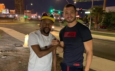 Floyd Mayweather označil za najlepšieho MMA bojovníka na svete česko-uzbeckého zápasníka