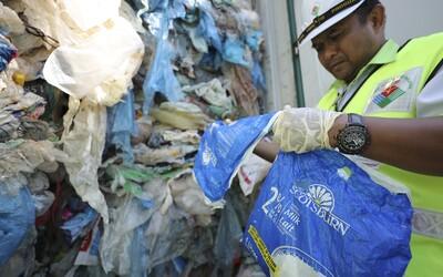 Malajzia nechce byť skládkou odpadu. 150 kontajnerov s plastmi poslala do pôvodných krajín
