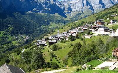 Malebné mestečko vo švajčiarskych horách ti zaplatí 60-tisíc eur, aby si sa tam presťahoval aj s rodinou. Čistejší vzduch by si hľadal ťažko