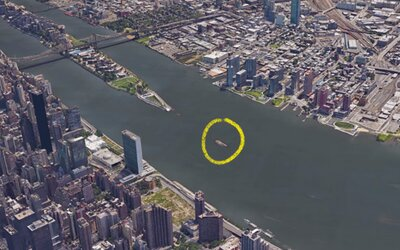 Maličký ostrov uprostred New Yorku, kam nikto nemôže vstúpiť kvôli prísnemu zákazu. Veľa miestnych si ho nikdy ani len nevšimne