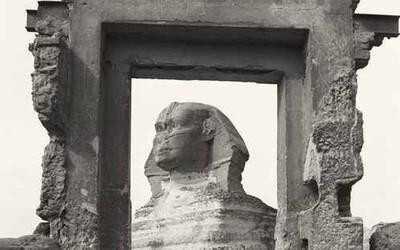 Málo vídané fotografie nejznámější sfingy světa zaujmou každého nadšence historie. Jak vypadal symbol Egypta před desítkami let?