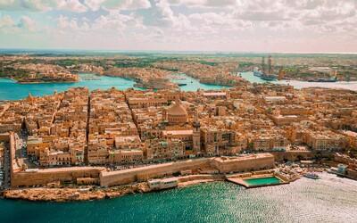 Malta zmierňuje pravidlá. Dostanú sa tam aj nezaočkovaní