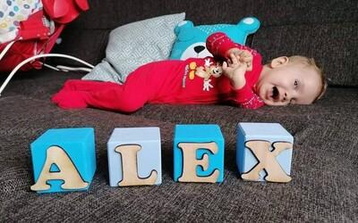 Malý Alex so svalovou dystrofiou konečne dostane liek. Chýbajúce peniaze doplatí poisťovňa