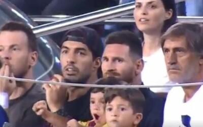 Malý syn Lionela Messiho se naplno radoval z gólu soupeřů. Suárez nemohl věřit vlastním očím