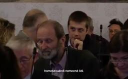 """""""Mám penzion a neubytovávám homosexuálně nemocné lidi,"""" šokoval muž na debatě o manželství pro všechny. Podívej se na video"""